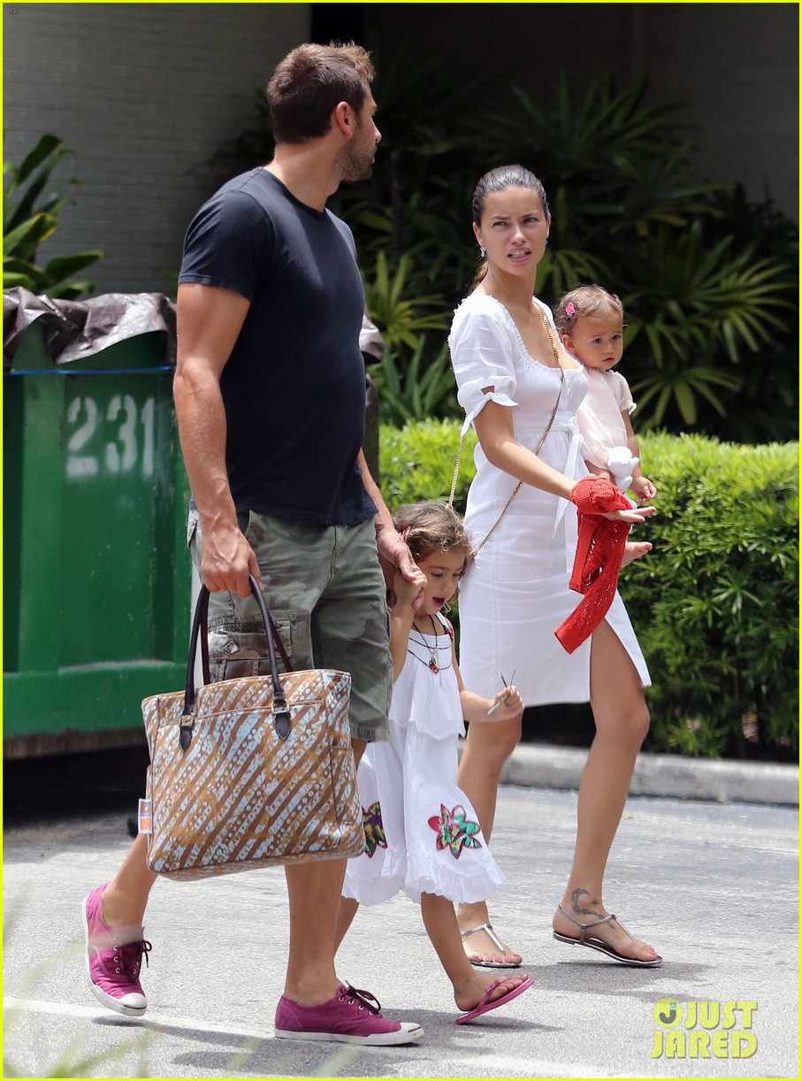 adriana lima spends relaxation day with her family 102931077