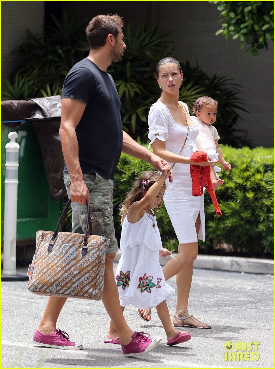 adriana lima spends relaxation day with her family 112931078