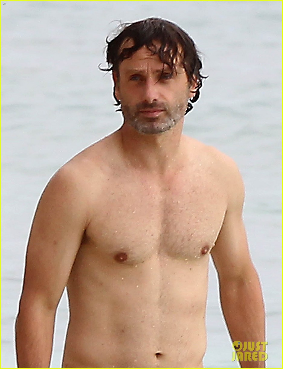 andrew lincoln goes shirtless on family vacation 042928637