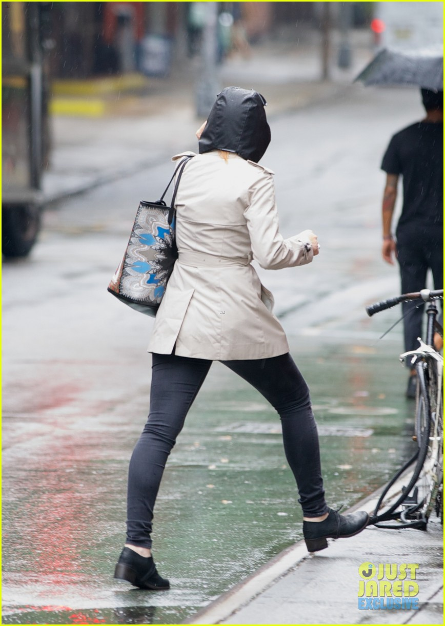 lindsay lohan bundles up on rainy day in new york city 112939593