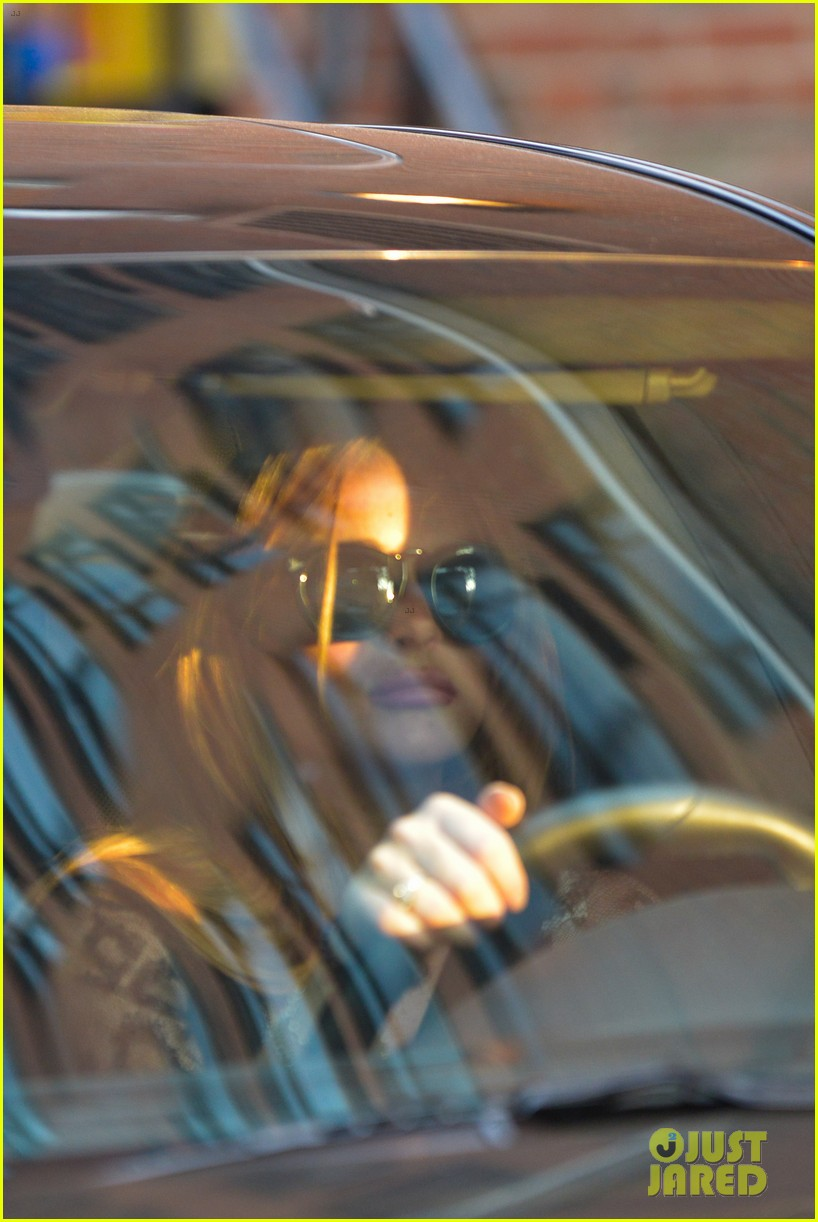 lindsay lohan gets behind the wheel in new york city 022940900