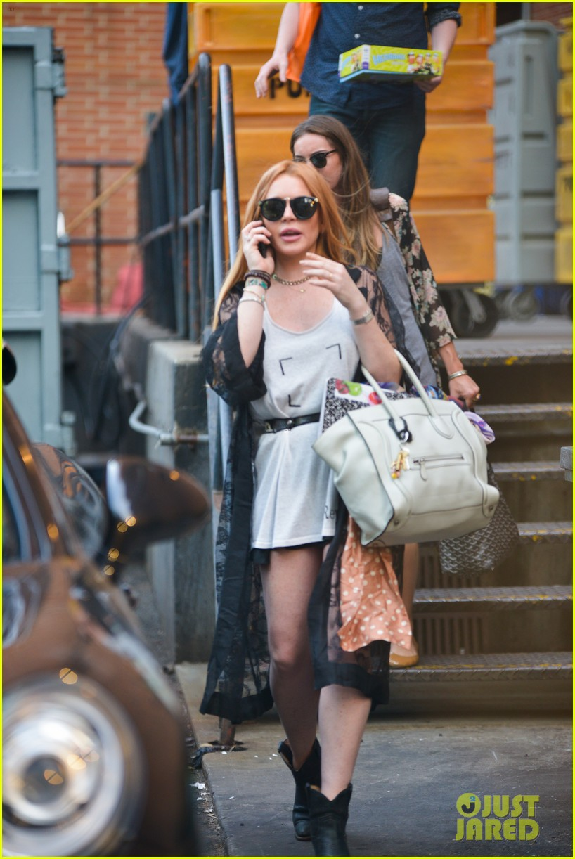 lindsay lohan gets behind the wheel in new york city 152940913