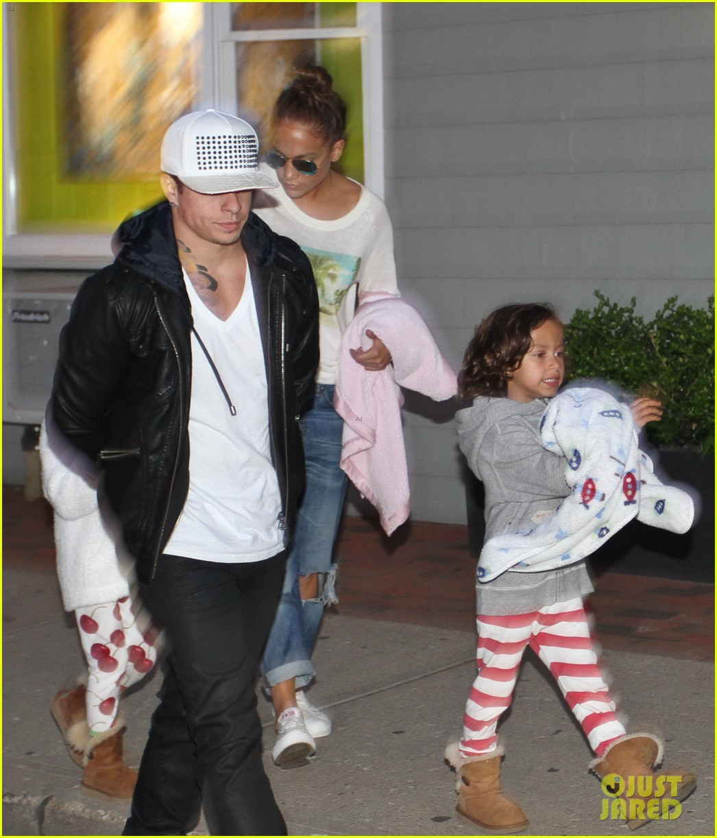 jennifer lopez bookhampton stop with casper the twins 102933905