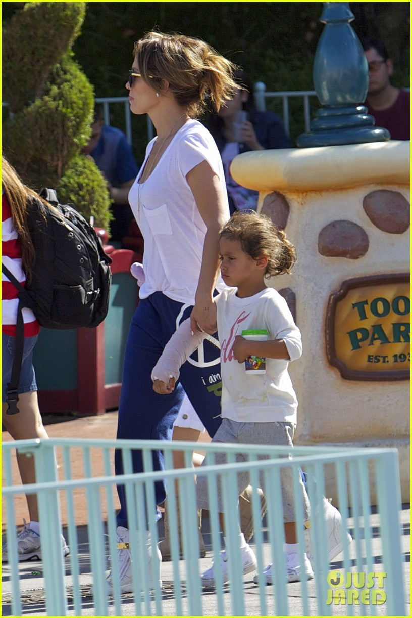 jennifer lopez spends fun day at disneyland with the kids 01