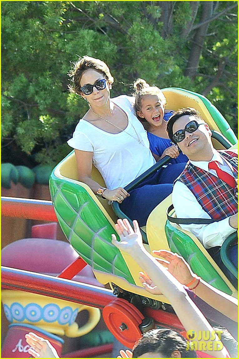 jennifer lopez spends fun day at disneyland with the kids 022938183