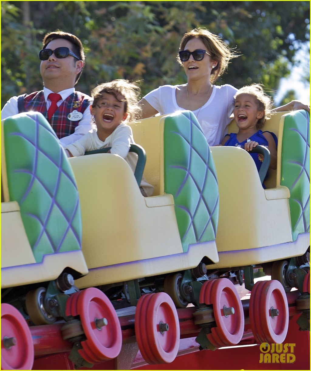 jennifer lopez spends fun day at disneyland with the kids 042938185