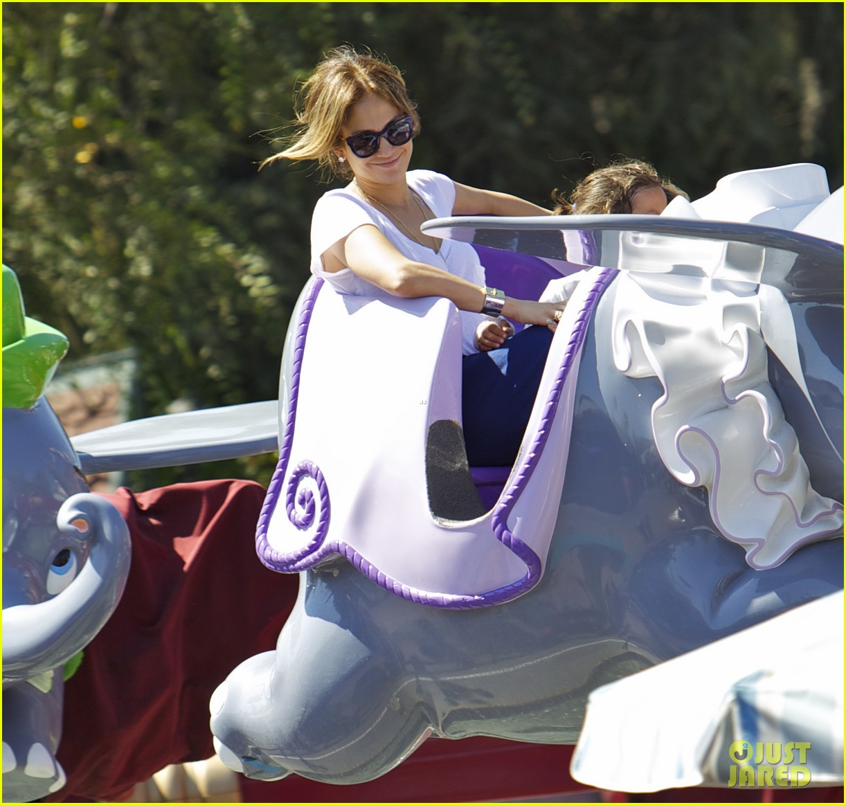 jennifer lopez spends fun day at disneyland with the kids 062938187