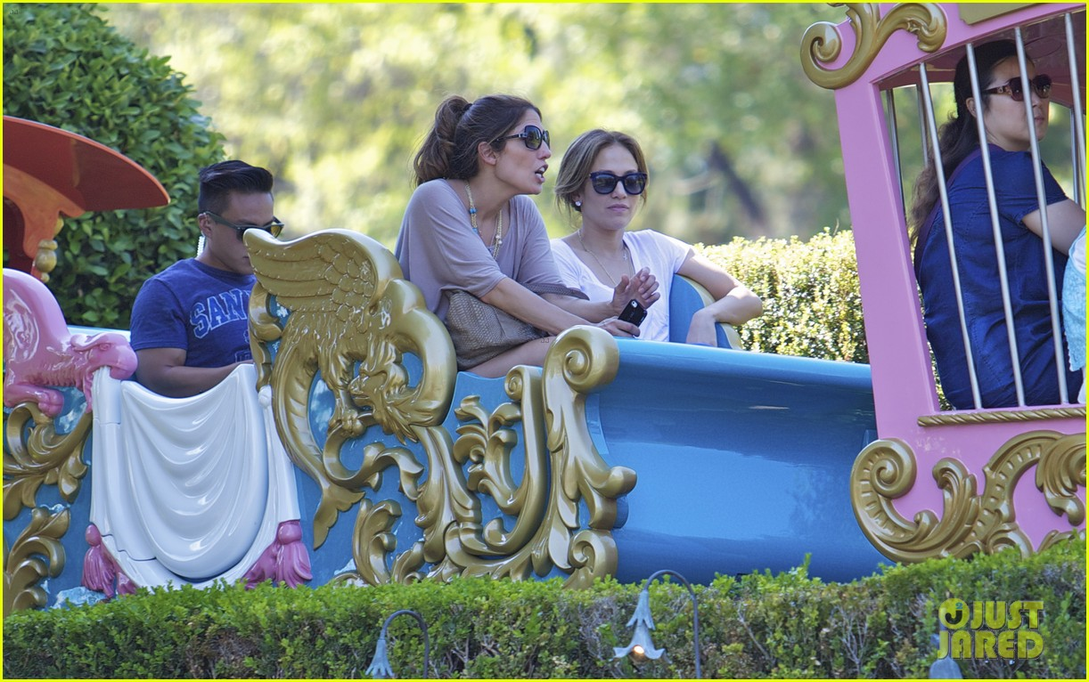jennifer lopez spends fun day at disneyland with the kids 092938190