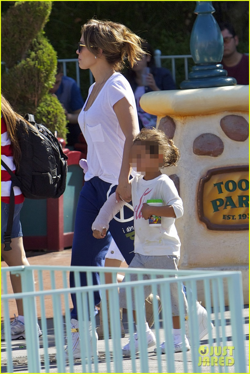 jennifer lopez spends fun day at disneyland with the kids 102938191