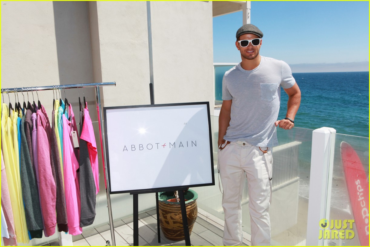 kellan lutz abbot main launch with ashley greene 03