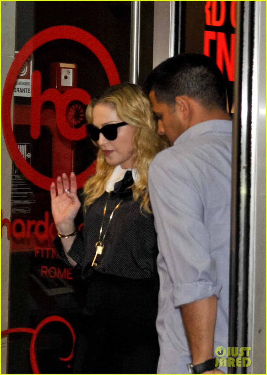 madonna hard candy fitness center visit in rome 04
