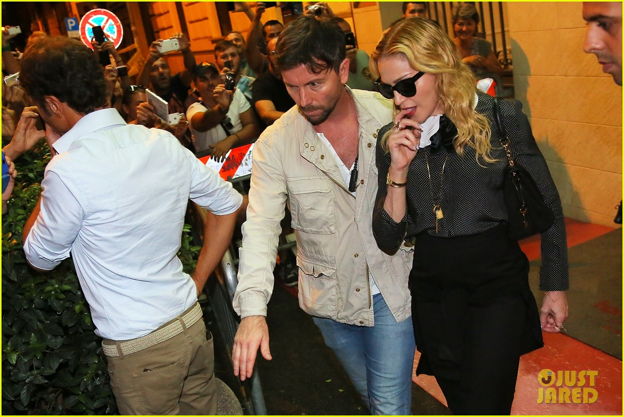 madonna hard candy fitness center visit in rome 06