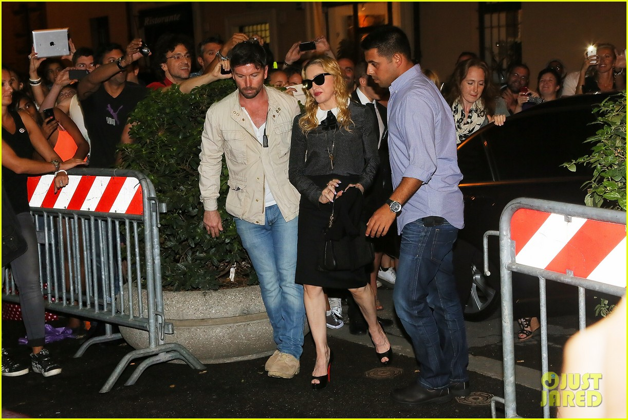 madonna hard candy fitness center visit in rome 092934619