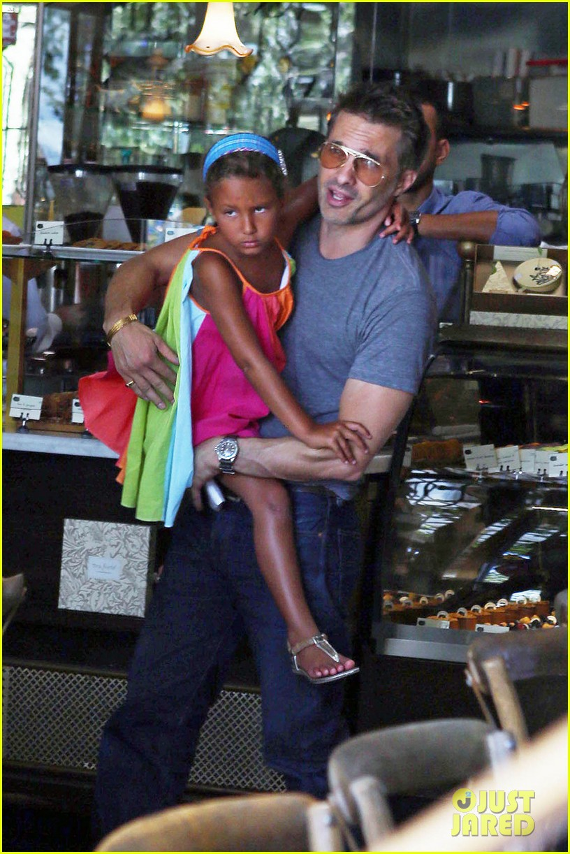 olivier martinez halle berry b day cake shopping with nahla 012930649