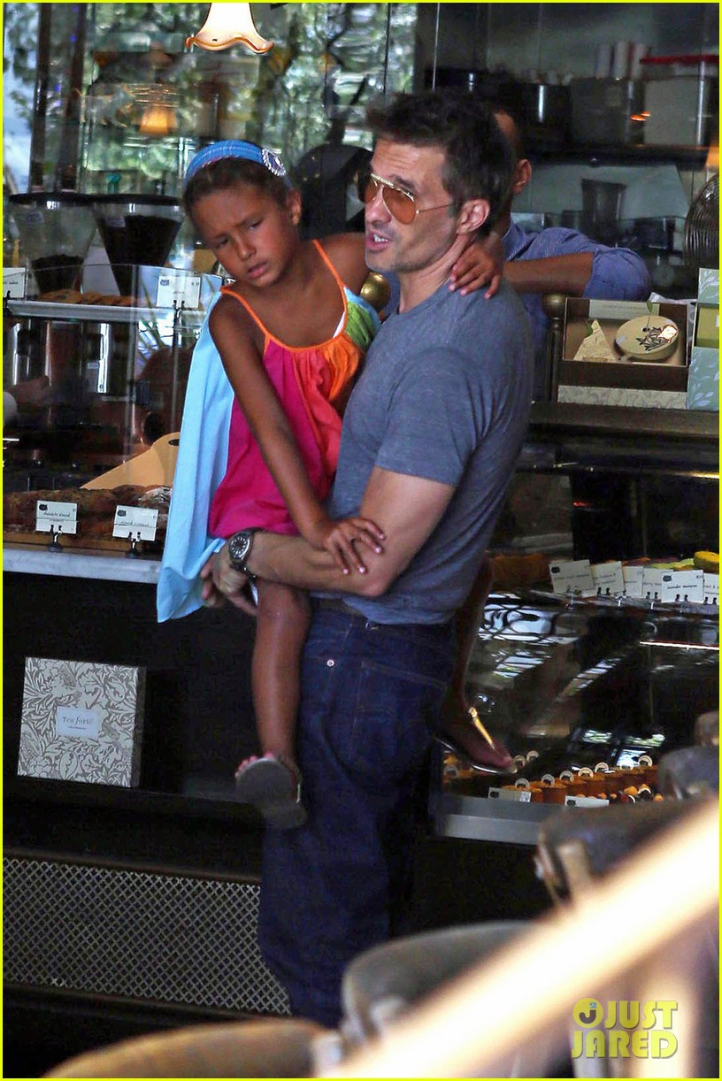 olivier martinez halle berry b day cake shopping with nahla 032930651
