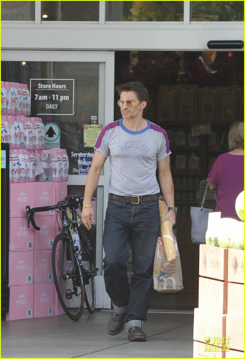 olivier martinez baguette craving after halle berry birthday 03