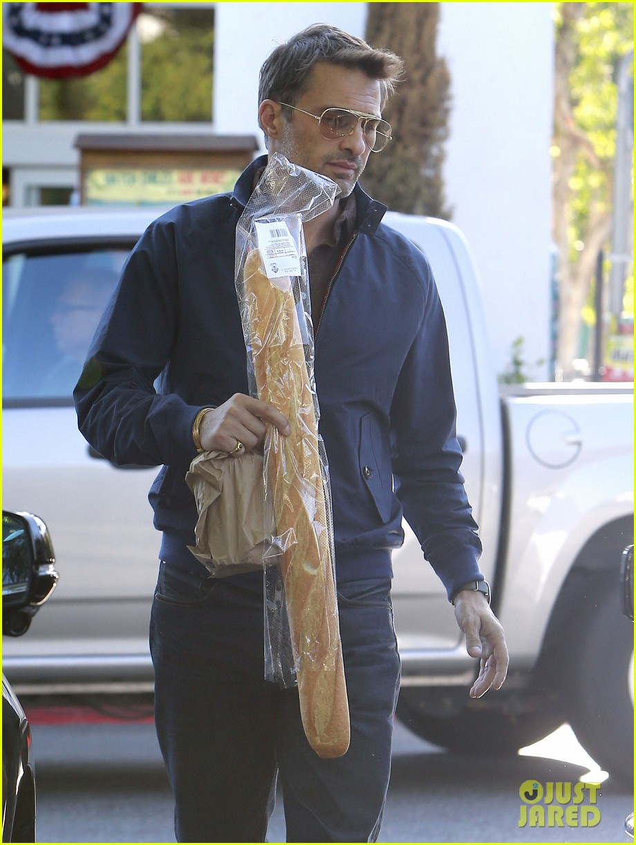 olivier martinez buys two baguettes in one week 04