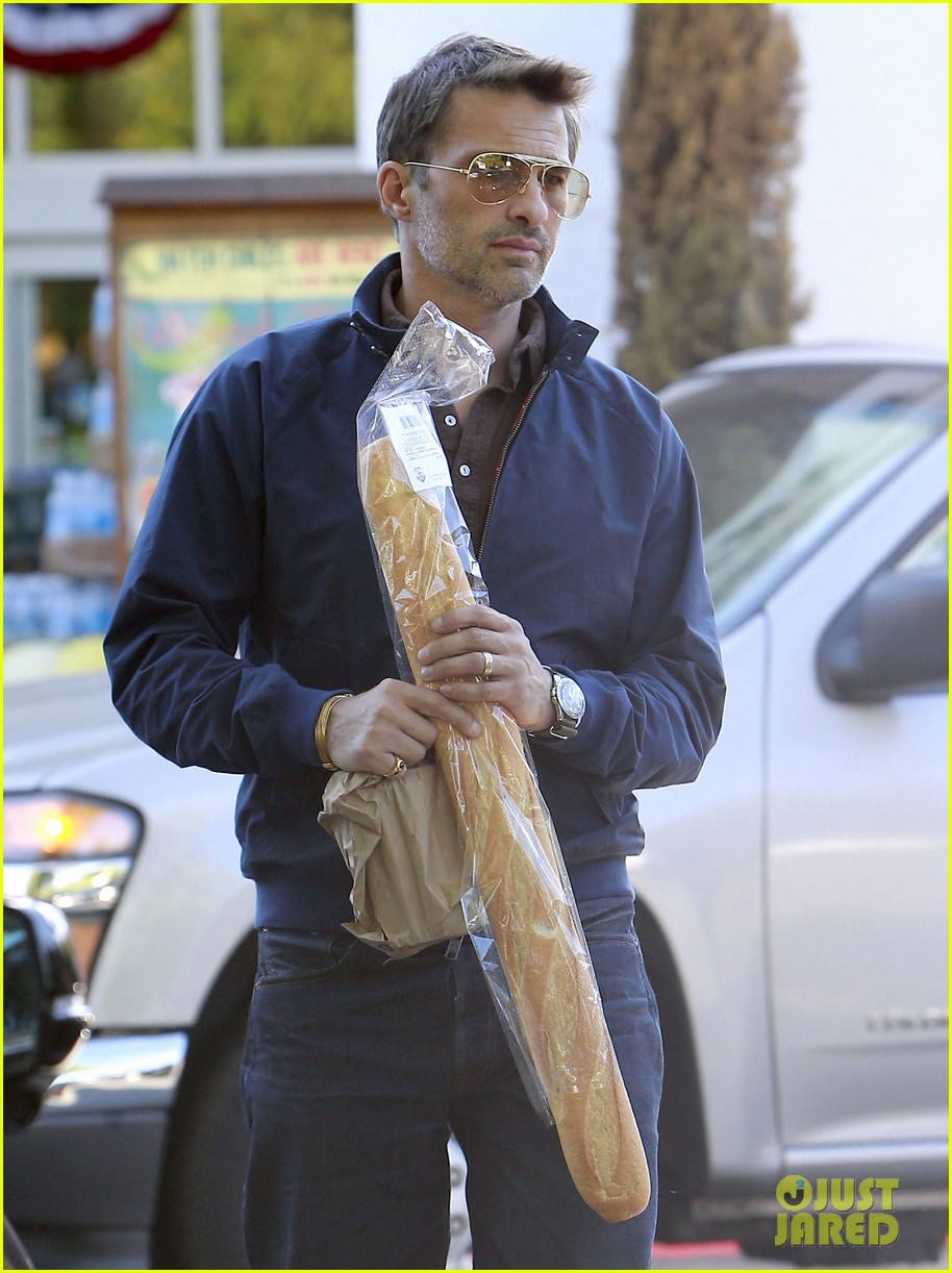 olivier martinez buys two baguettes in one week 08