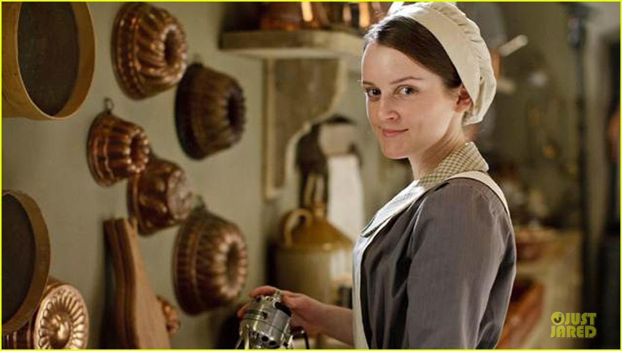elizabeth mcgovern joanne froggati downton abbey press launch 082929955