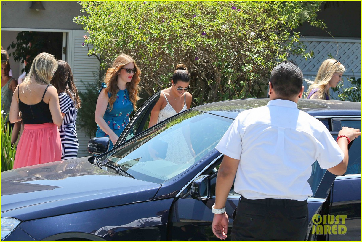 lea michele spotted smiling before teen choice awards 2013 062927987