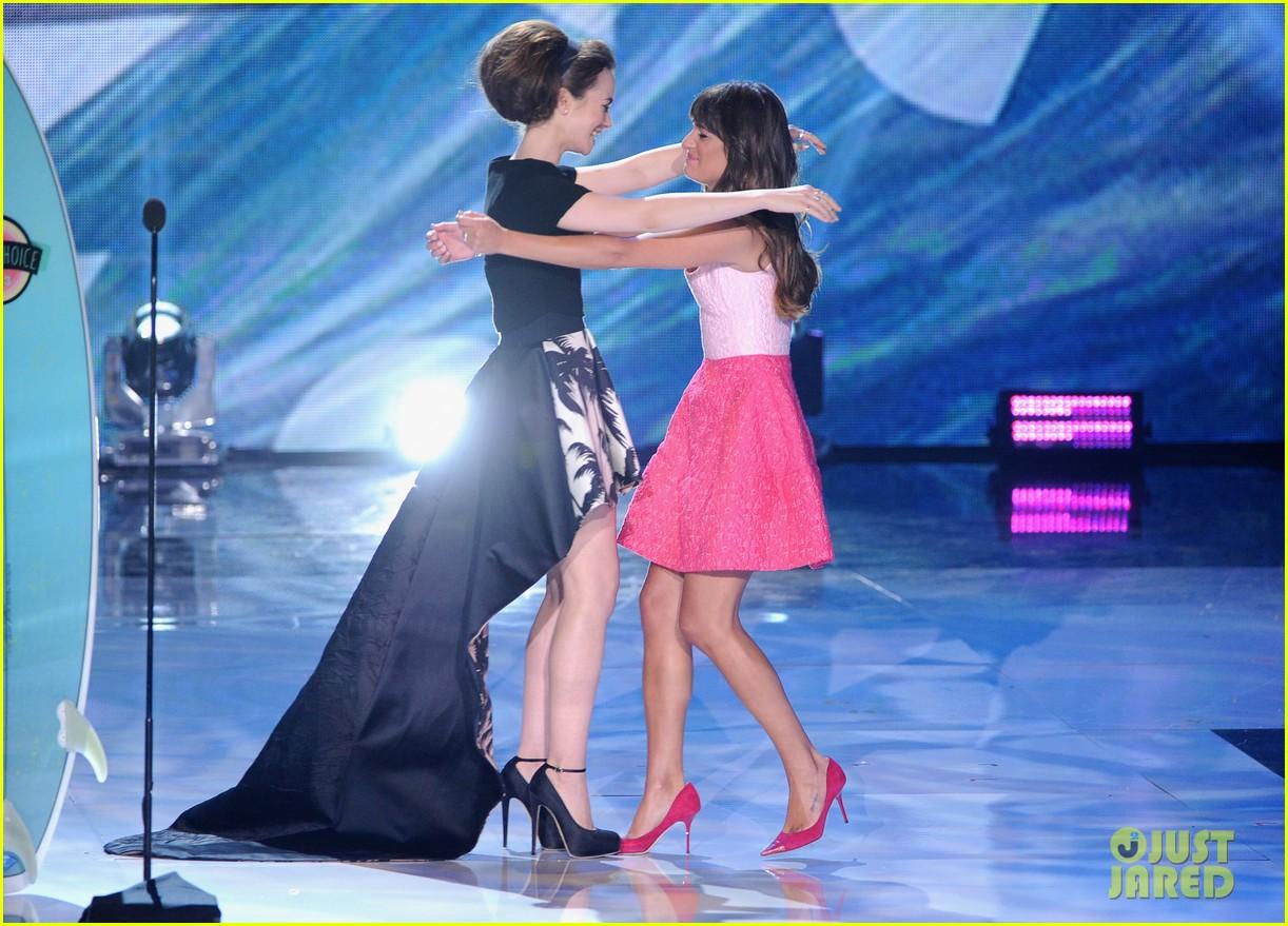 lea michele dedicates teen choice award to cory monteith 032928041