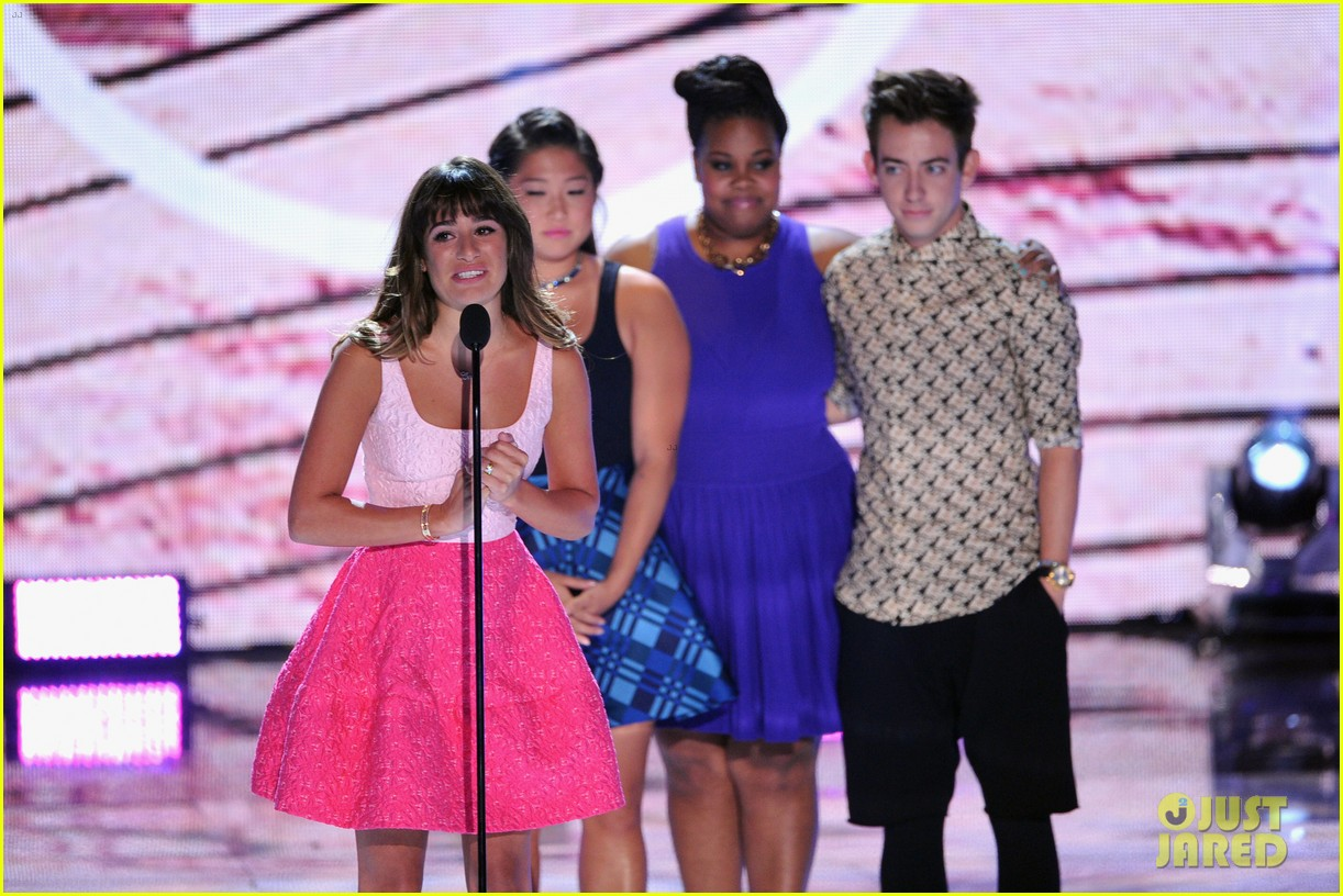 lea michele dedicates teen choice award to cory monteith 10