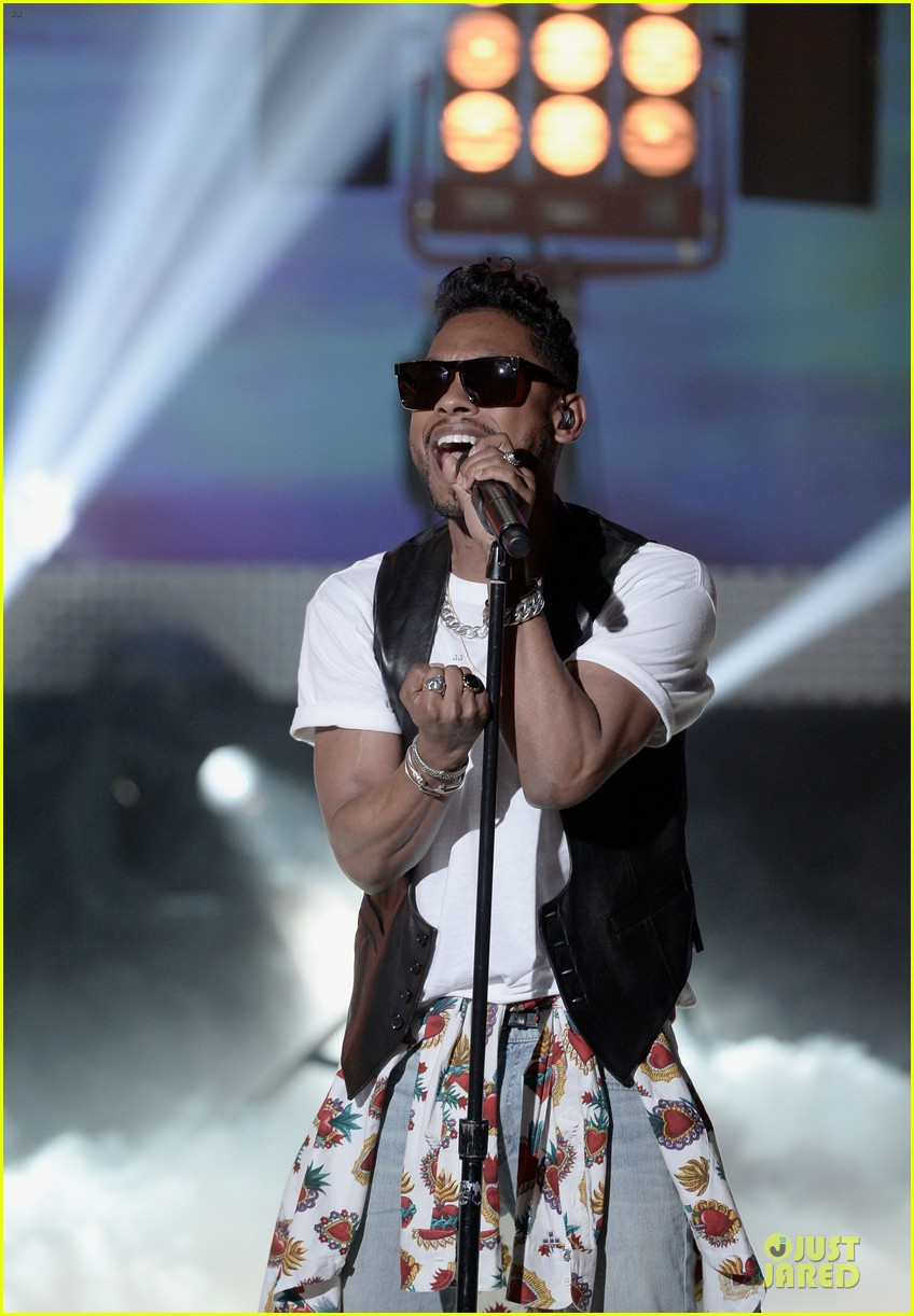 miguel cody simpson perform at young hollywood awards 062921886