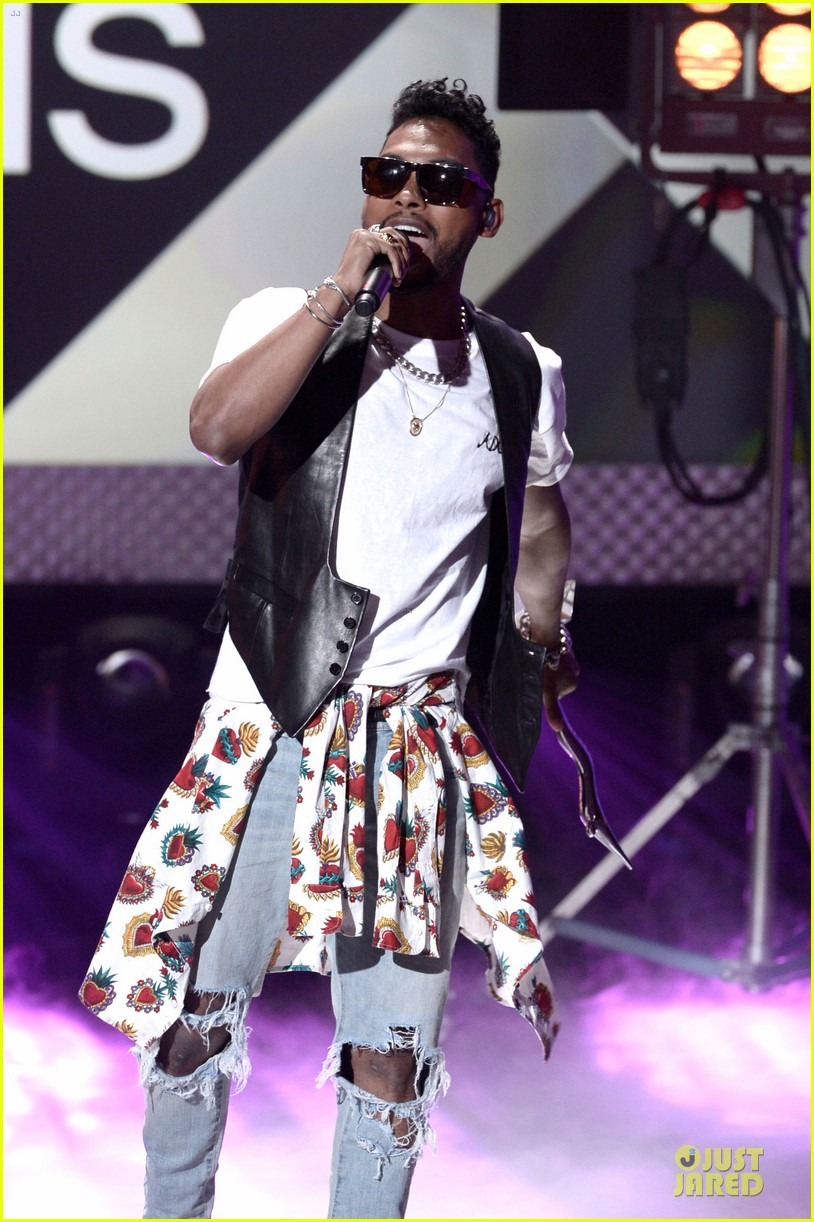 miguel cody simpson perform at young hollywood awards 162921896