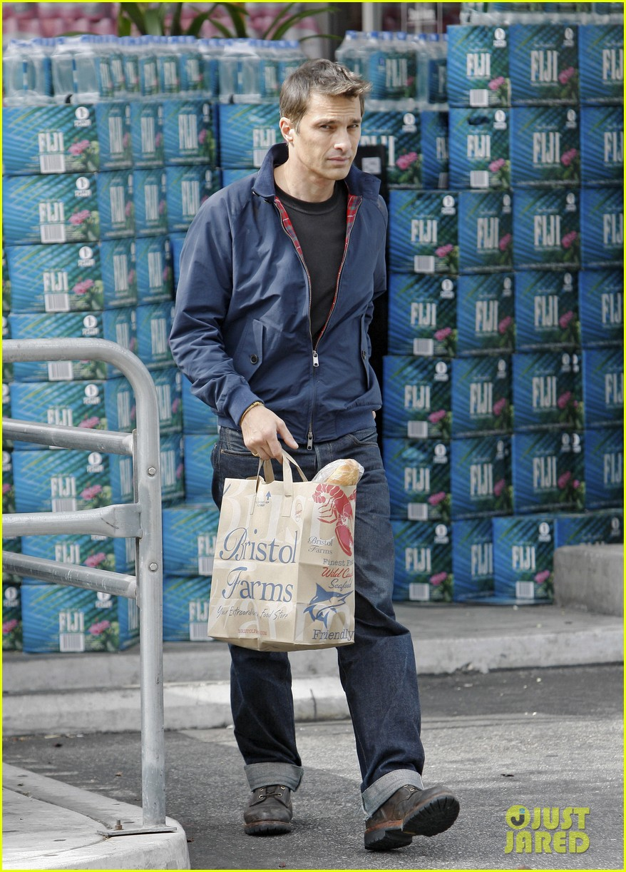 olivier martinez buys third baguette in a week 052929224