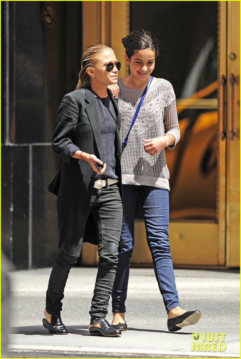 mary kate olsen hangs with olivier sarkozy daughter 01