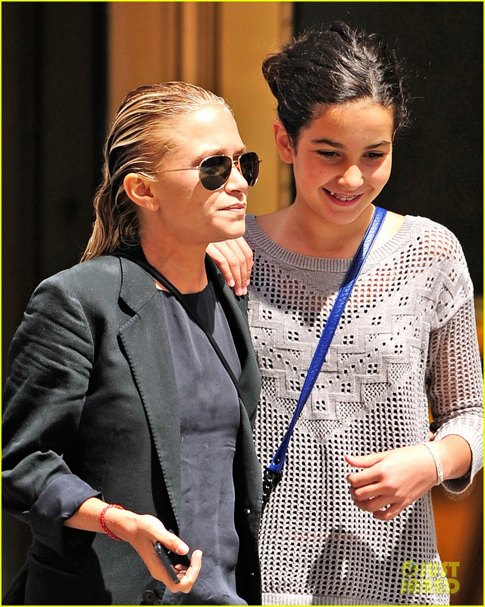 mary kate olsen hangs with olivier sarkozy daughter 042931238