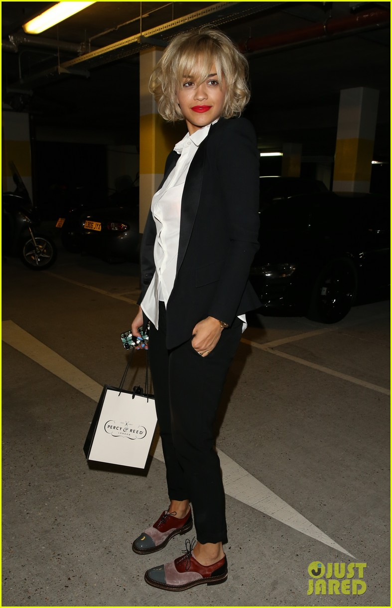 rita ora shows off new short hairdo at percy reed salon 172926586