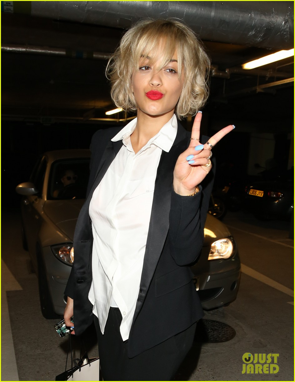 rita ora shows off new short hairdo at percy reed salon 182926587