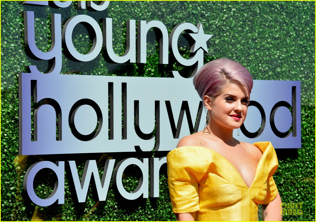 kelly osbourne matthew mosshart young hollywood awards 2013 red carpet 07