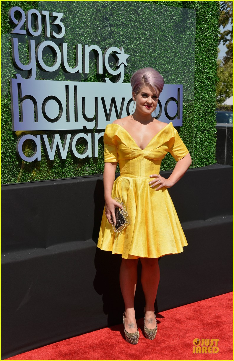 kelly osbourne matthew mosshart young hollywood awards 2013 red carpet 082921733