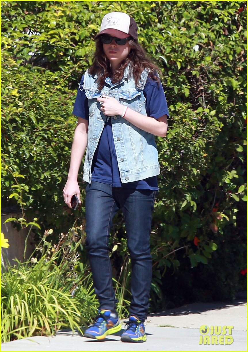 ellen page grocery shops after caution tape day 082926599