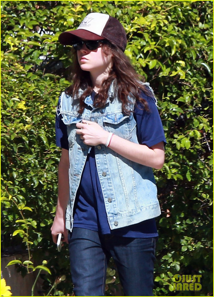 ellen page grocery shops after caution tape day 092926600