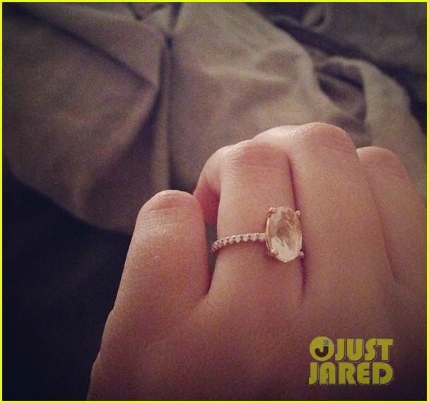 teresa palmer shows off new engagement ring 022938855