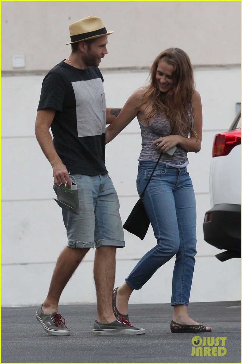 teresa palmer shows off new engagement ring 092938862