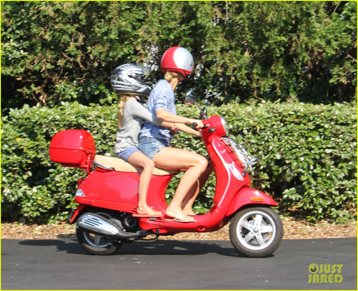 gwyneth paltrow apple moped to coffee shop 17