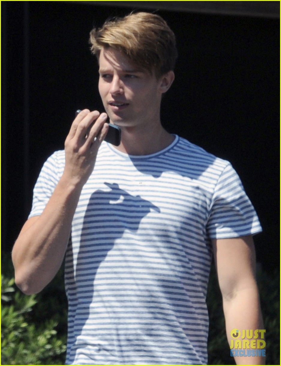 patrick schwarzenegger makes arnold a proud father 022939875