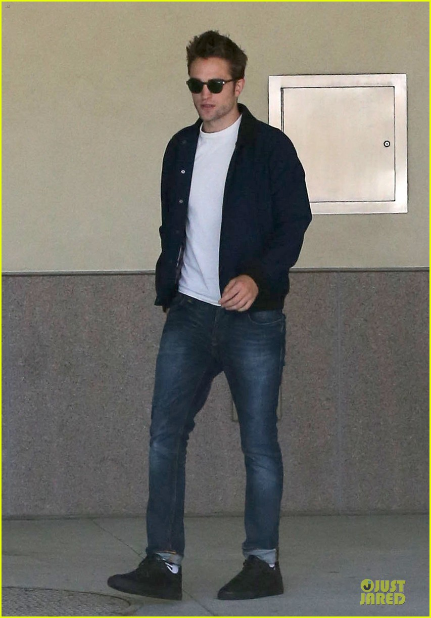 robert pattinson cool office building exit 082931590