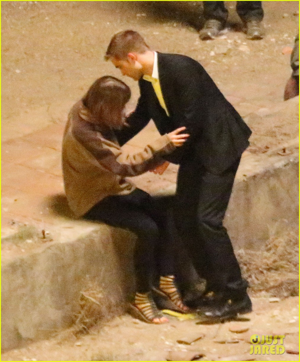 robert pattinson passionately kisses mia wasikowska for map 112935450