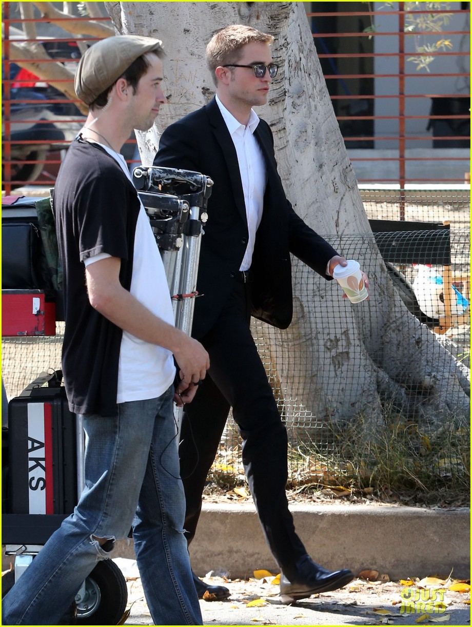 robert pattinson suits map to the stars with julianne moore 012933590