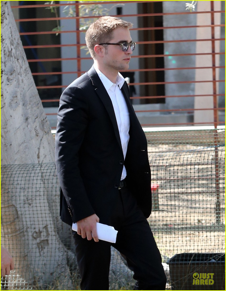 robert pattinson suits map to the stars with julianne moore 022933591