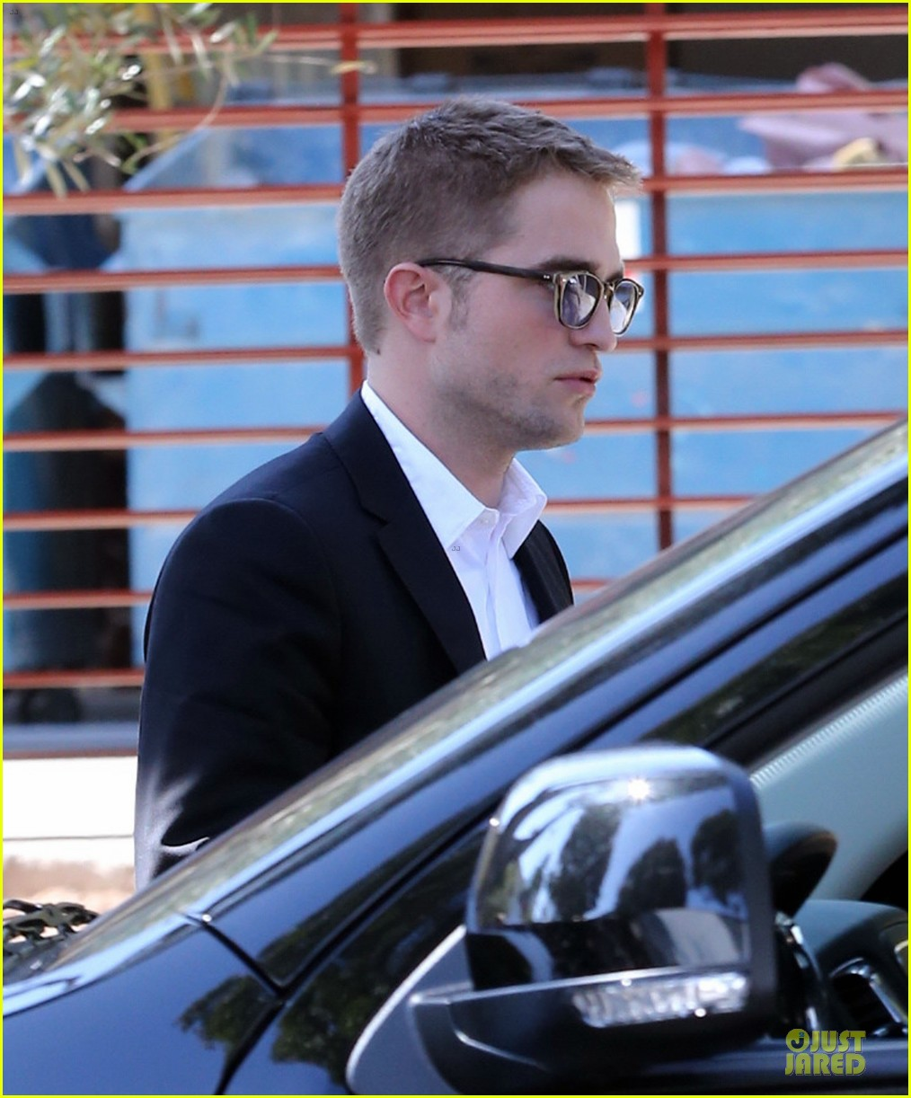 robert pattinson suits map to the stars with julianne moore 092933598