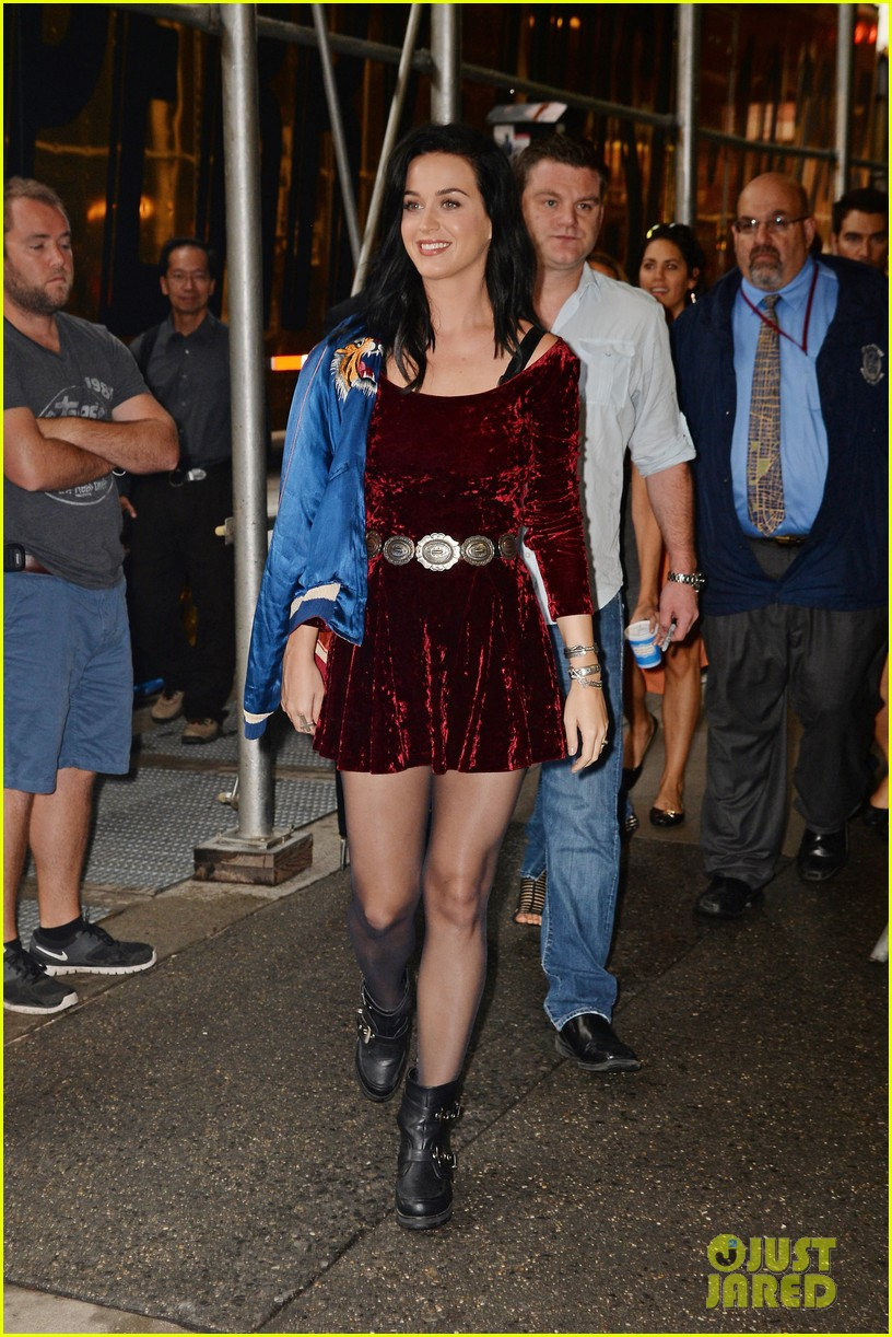 katy perry roars in new york city for z100 visit 072928529