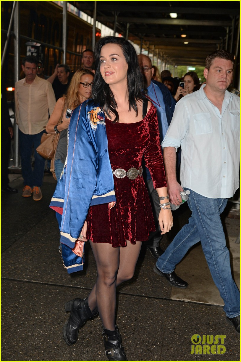 katy perry roars in new york city for z100 visit 122928534