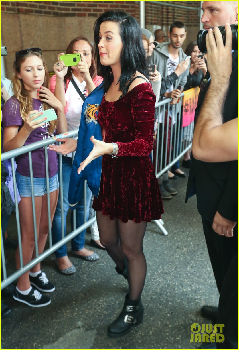 katy perry roars in new york city for z100 visit 162928538