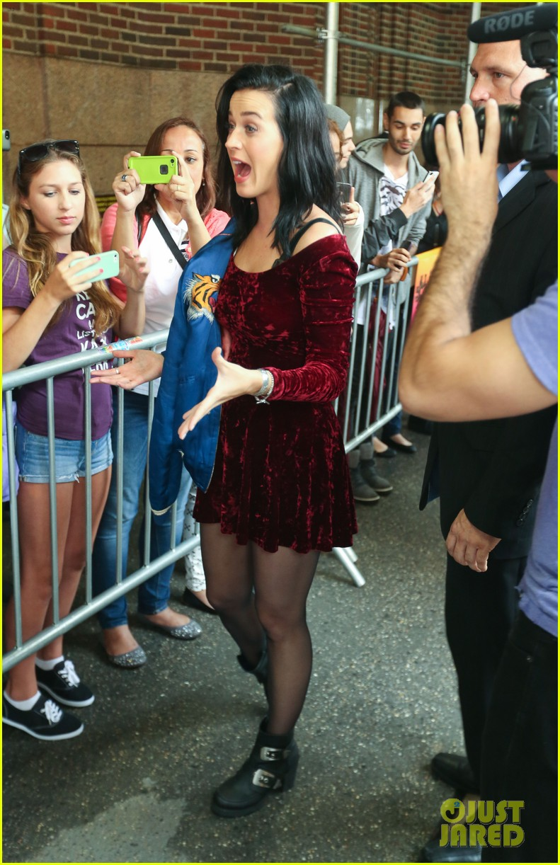 katy perry roars in new york city for z100 visit 182928540